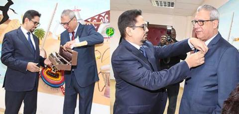 وزير الثقافة والصناعة التقليدية الناطق الرسمي باسم الحكومة اثناء توشيح الفنان المصري
