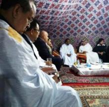 رئيس اتحاد أرباب العمل زين العابدين ولد الشيخ أحمد إلى جانب فيصل لفيج و أمه الشيخة نوال الصباح