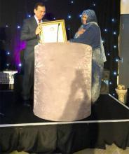 وزيرة الزراعة لمينة بنت القطب ولد امم اعتذرت عن المصافحة خلال تسلمها الجائزة بلندن