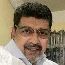 الأستاذ سيدي ولد محم نشط مؤخرا من خلال حسابه على تويتر حيث أصبح يعبر عن مواقفه من الأمور المستجدة بشكل آني من خلاله